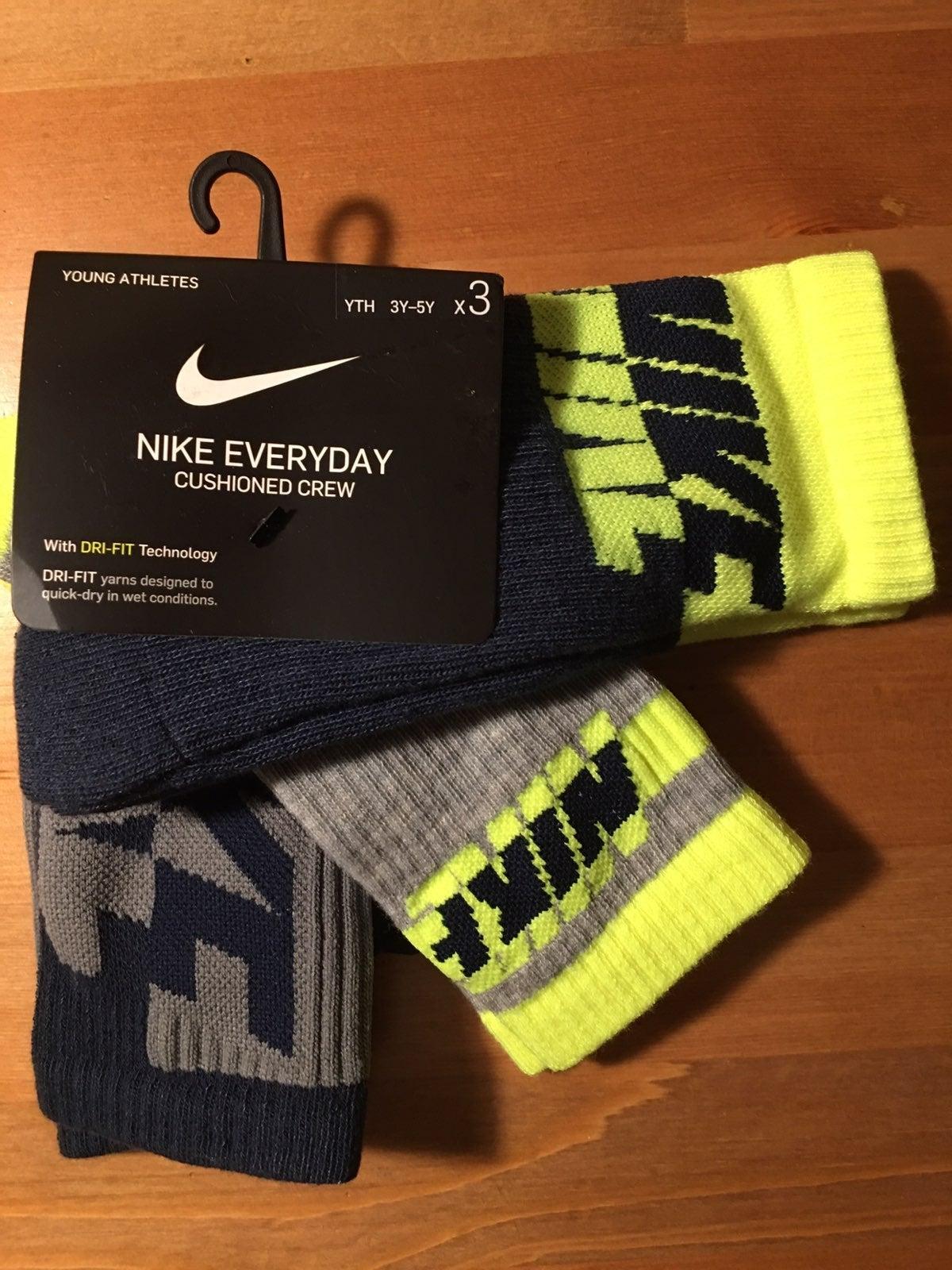 NIKE Everyday kids 3Y-5Y (3 pairs)