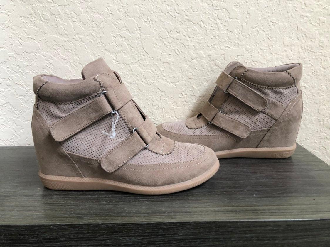 Indigo Road size 8 1/2 high heel shoes