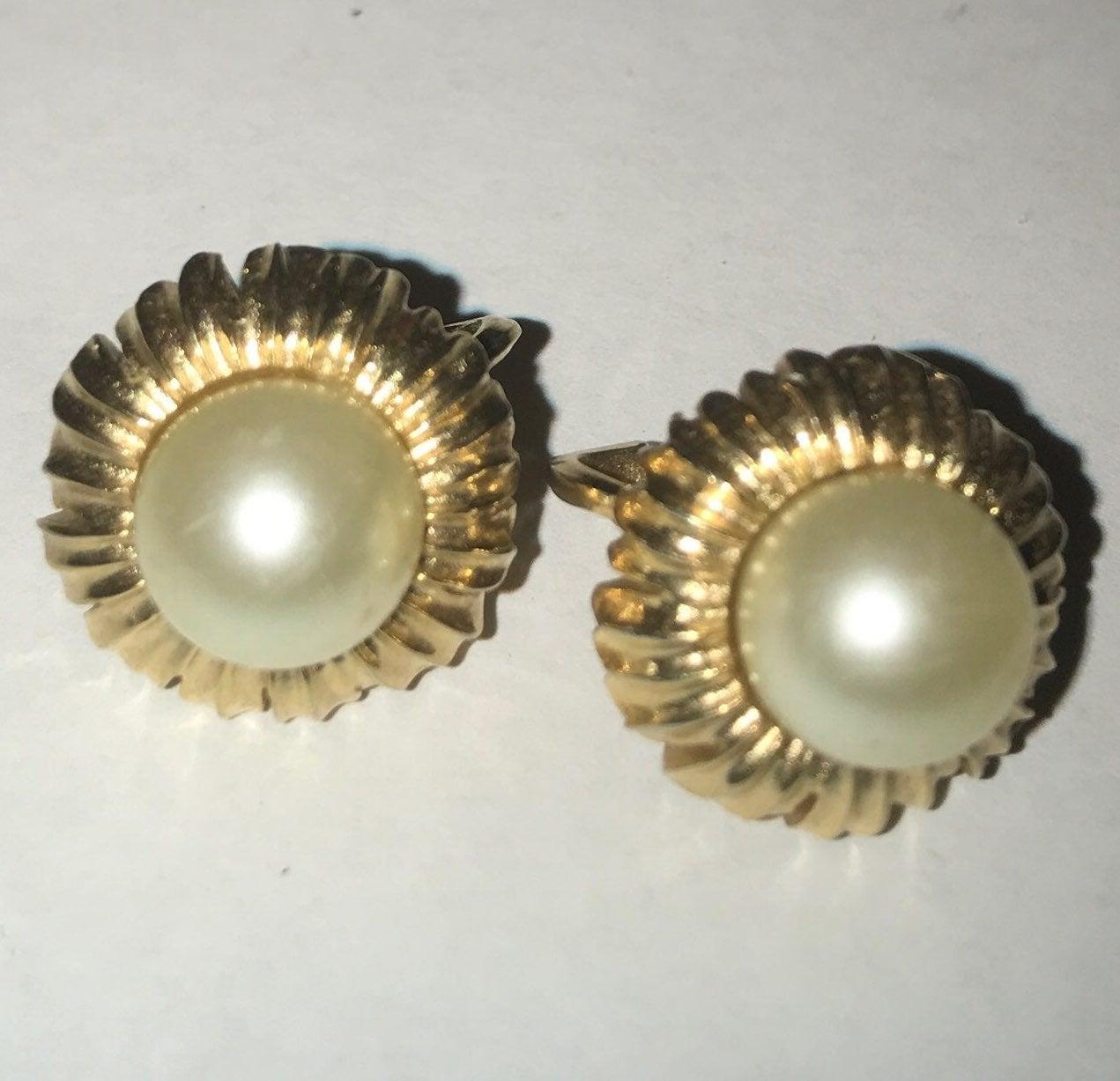 Vintage Trifari clip on earrings