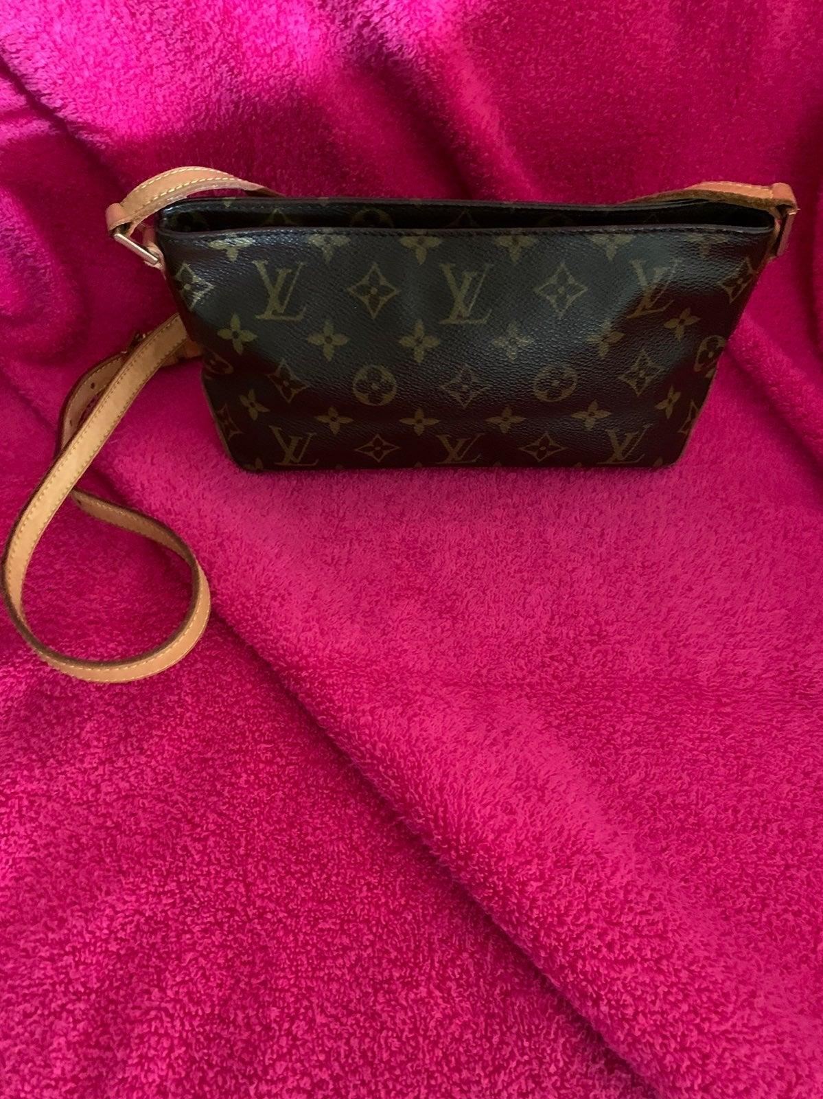 Louis Vuitton Trotteur Crossbody Bag
