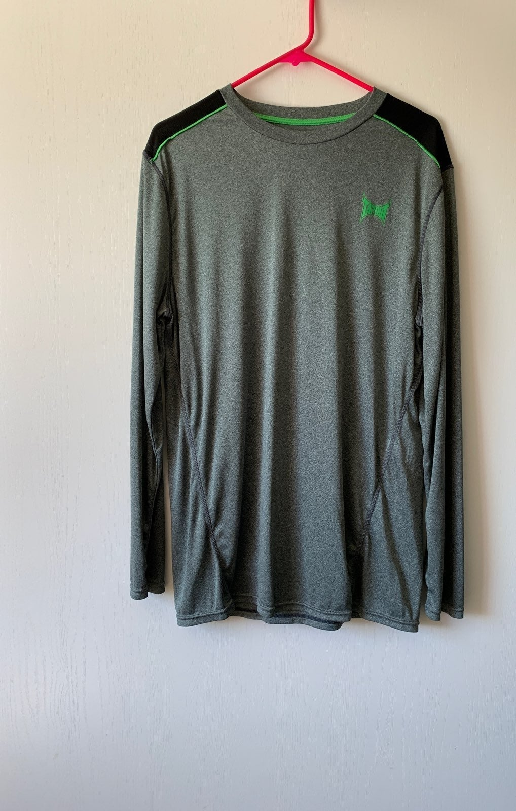 TAPOUT Long Sleeve DRI FIT Men's XL