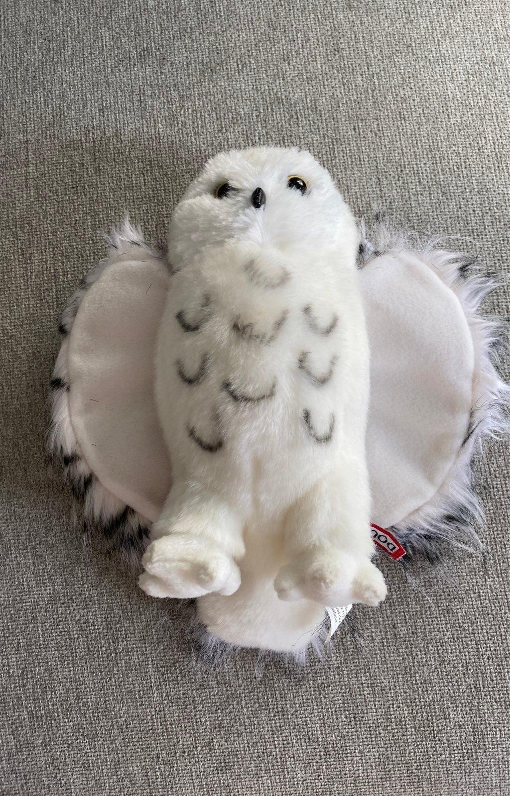 Douglas stuffed Snowy Owl