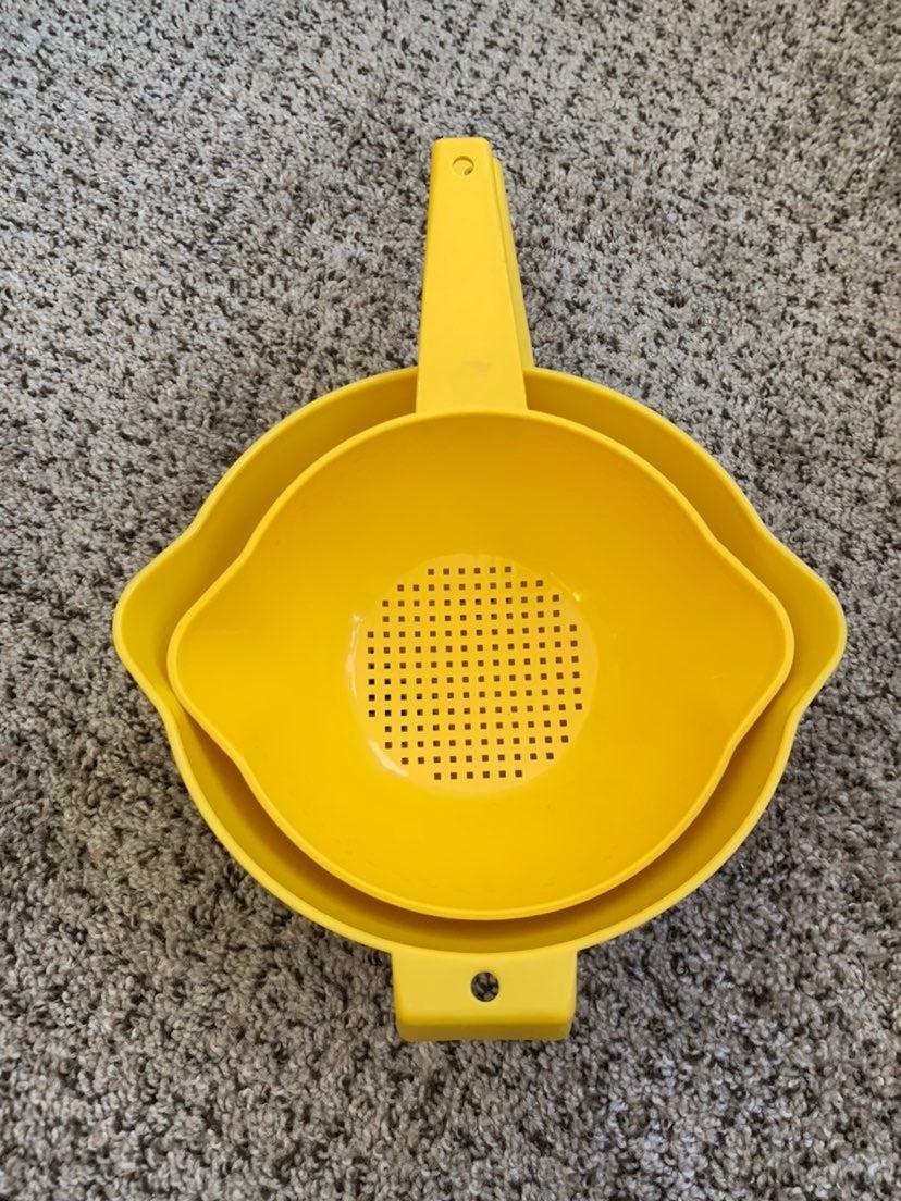 Vintage Tupperware yellow colander set