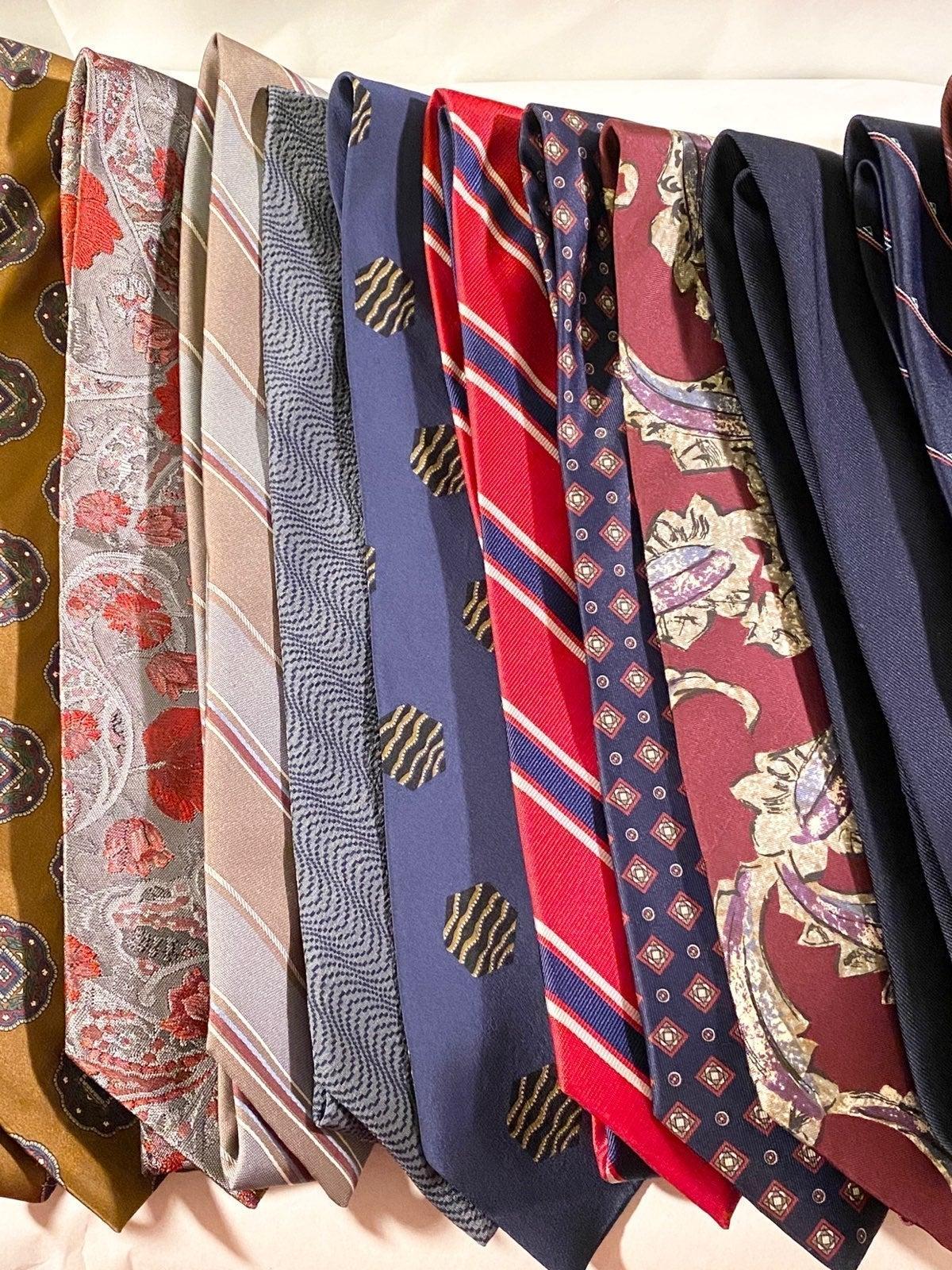Men's Neck Ties! Resller's Lot! 25 Desig