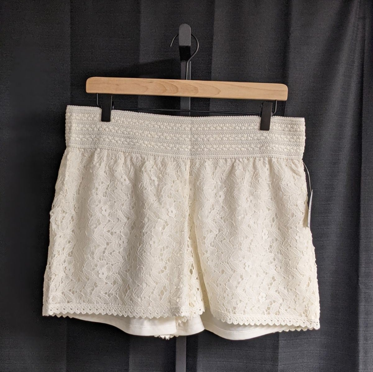 Women's SZ XL Maurices Ivory Lace Shorts