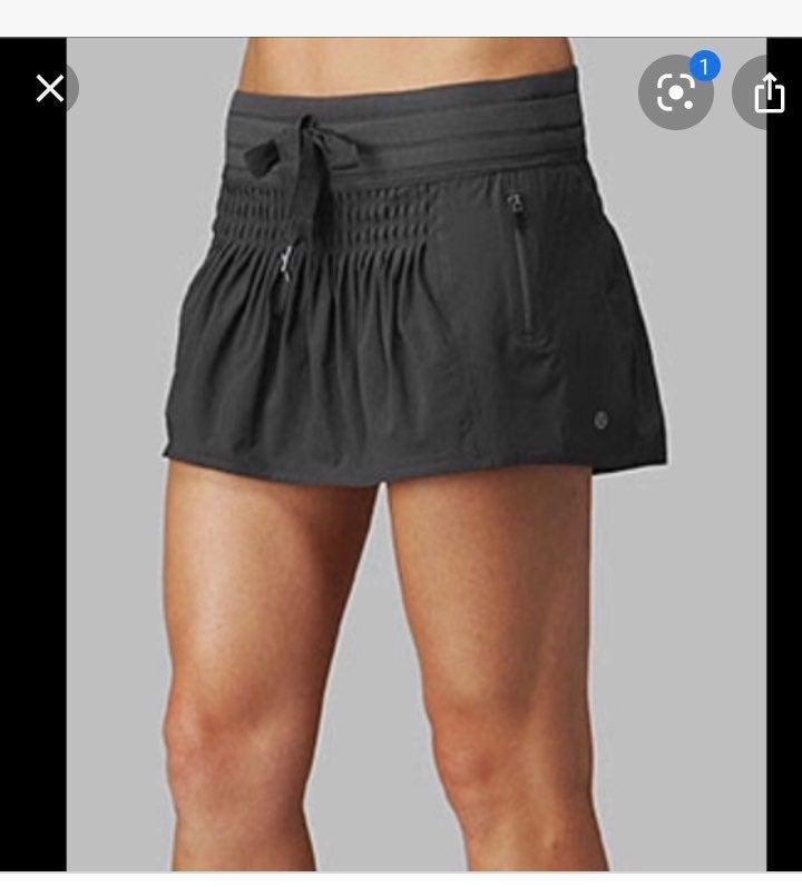 Lululemon 8 Run Revitalize gray skirt