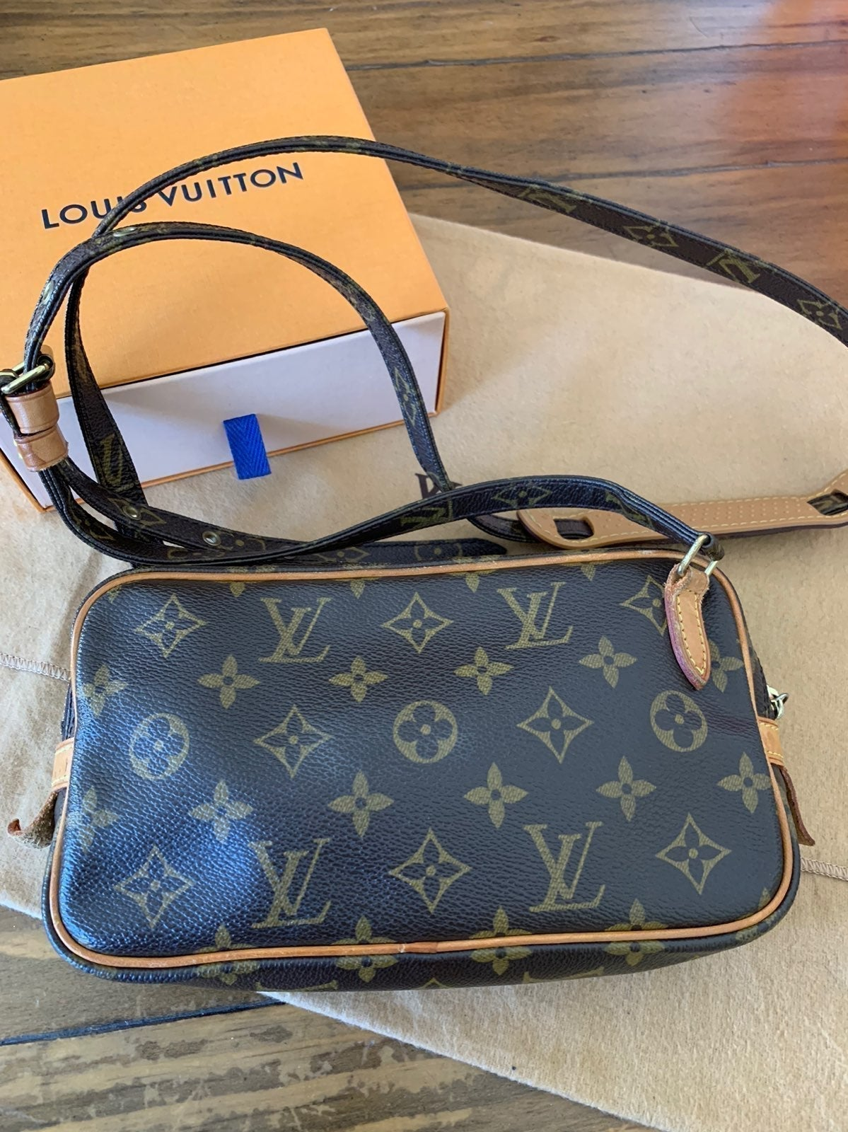 4TH OF JULY SPECIAL***Louis Vuitton Poch