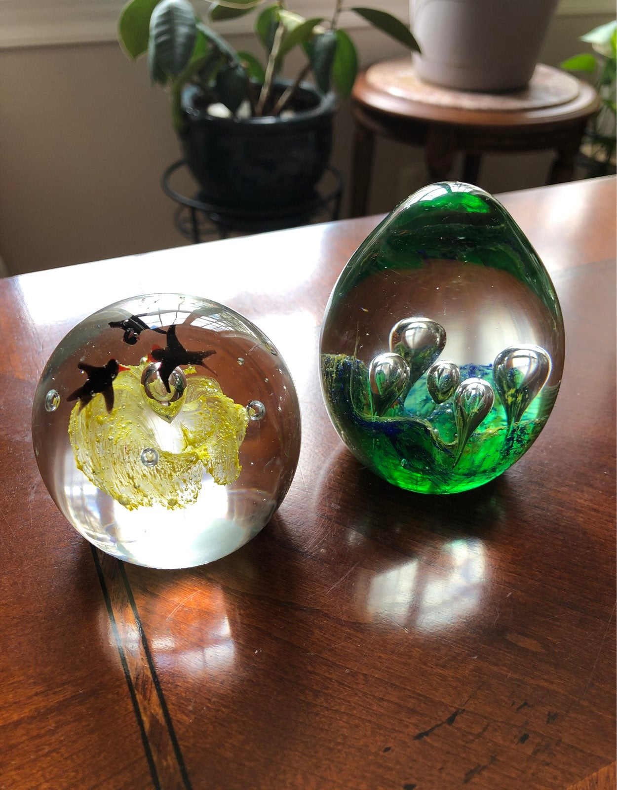 2 glass paperweights