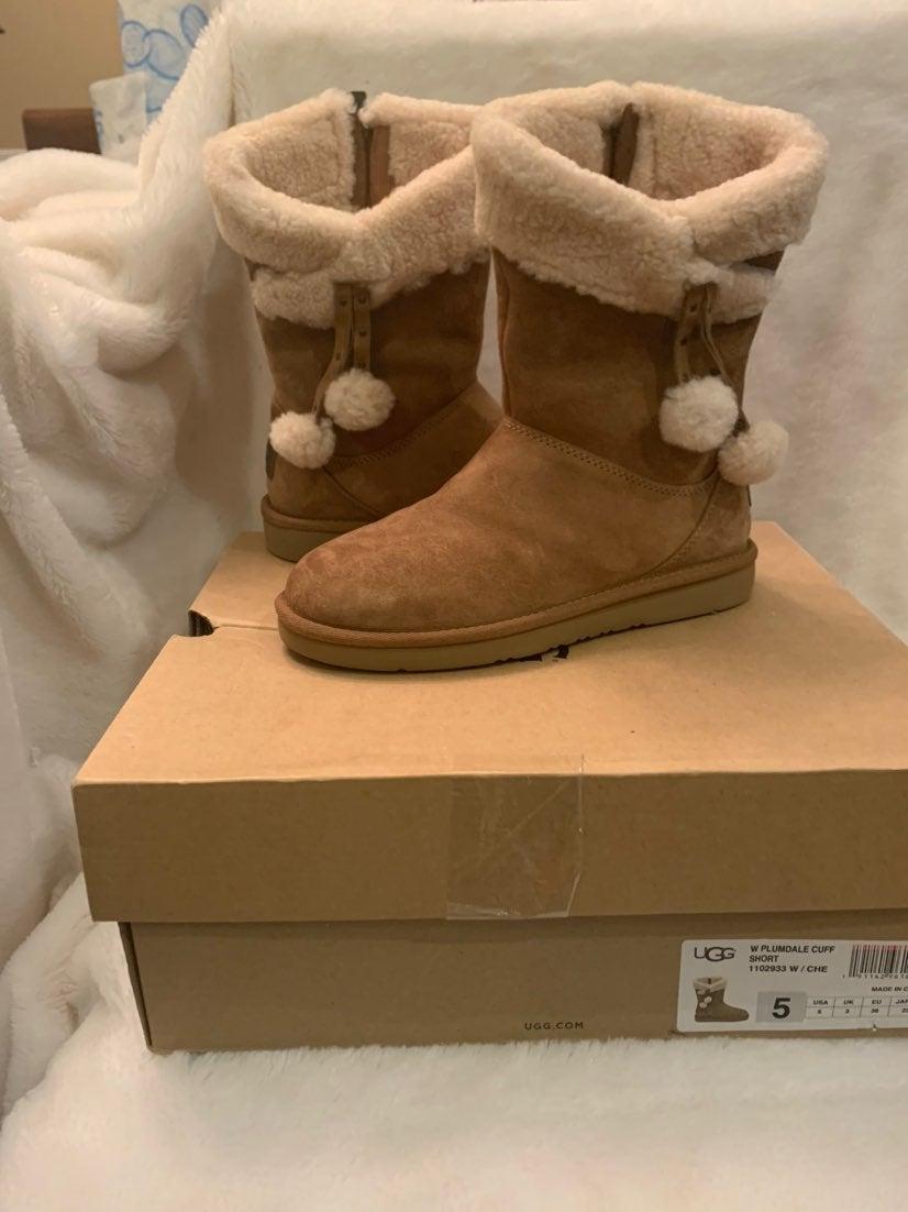 Ugg Boots Plumdsle cuff short dize 5