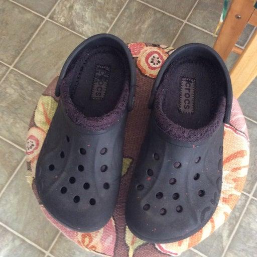Crocs, black, faux fur lined size 4/6