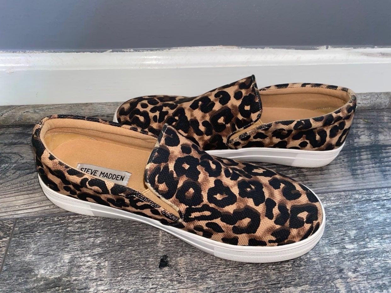 Steve madden slipon leopard shoes size 9