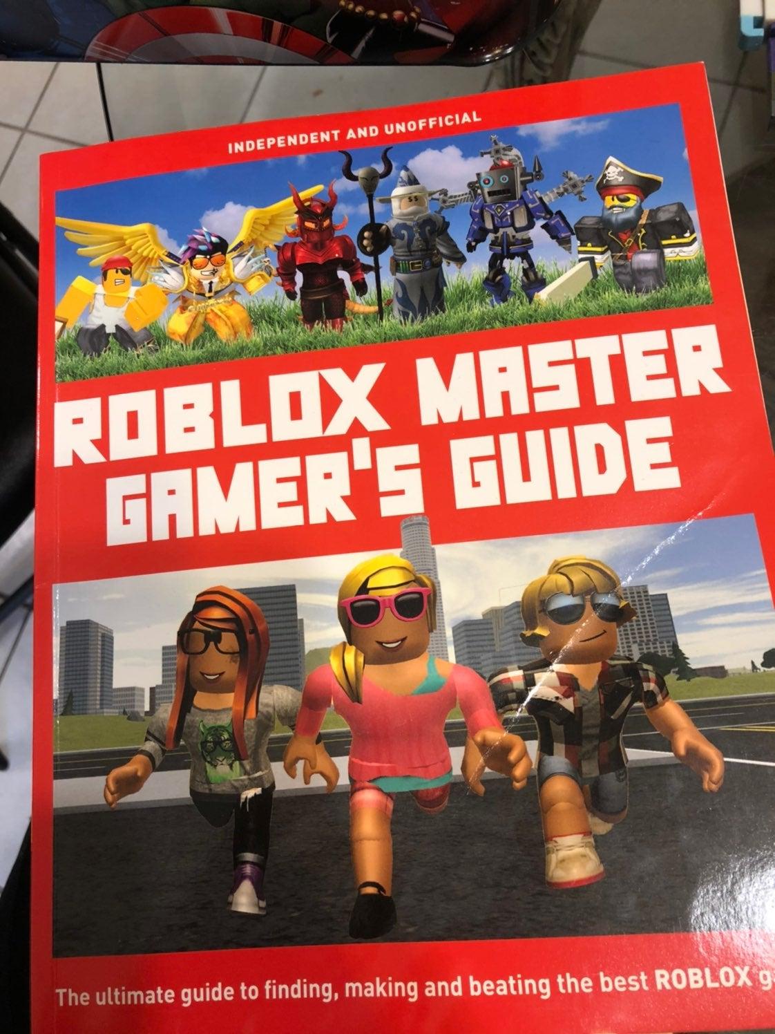 Roblox book plus figurines