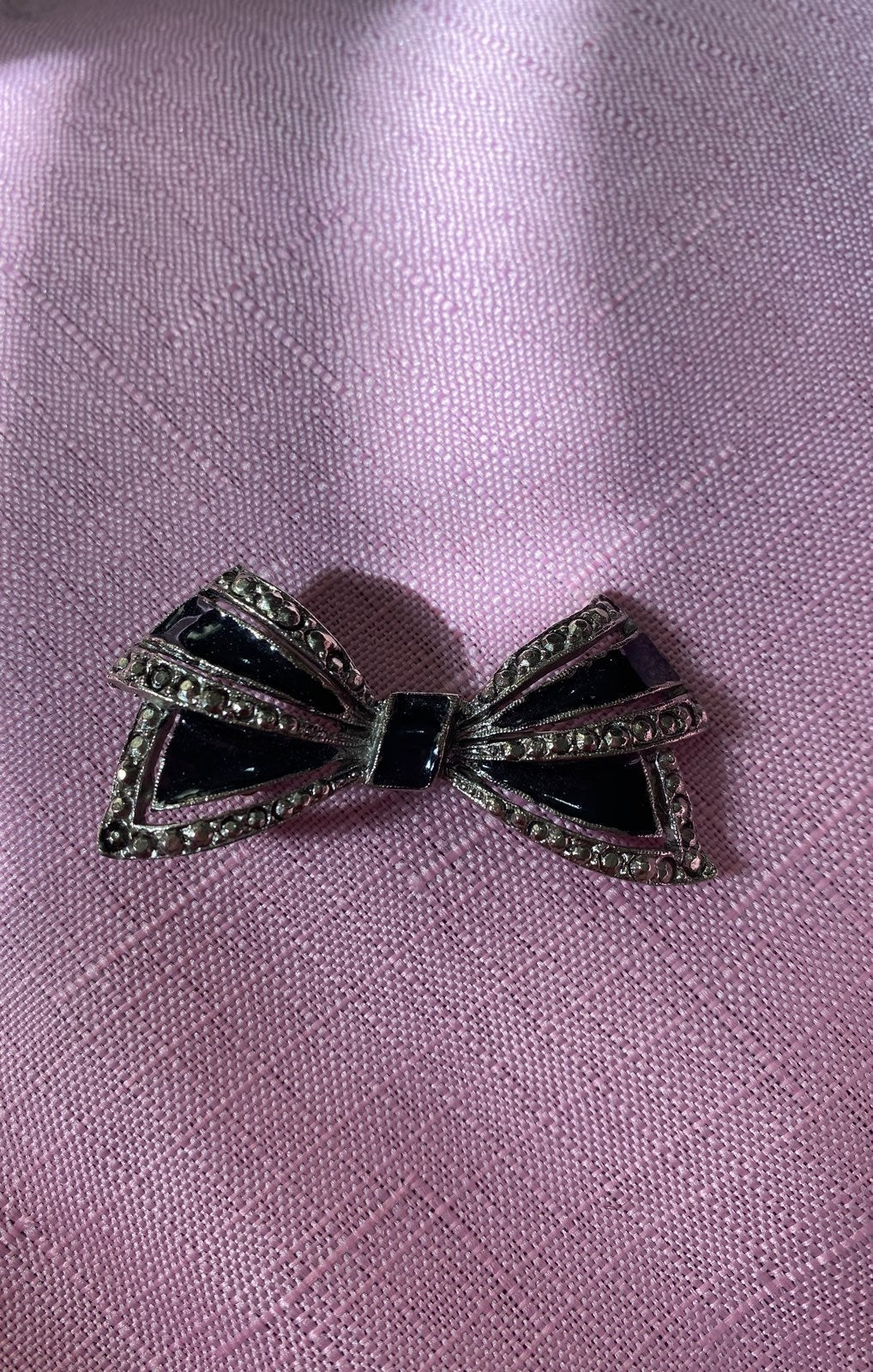 Brooch with bowtie