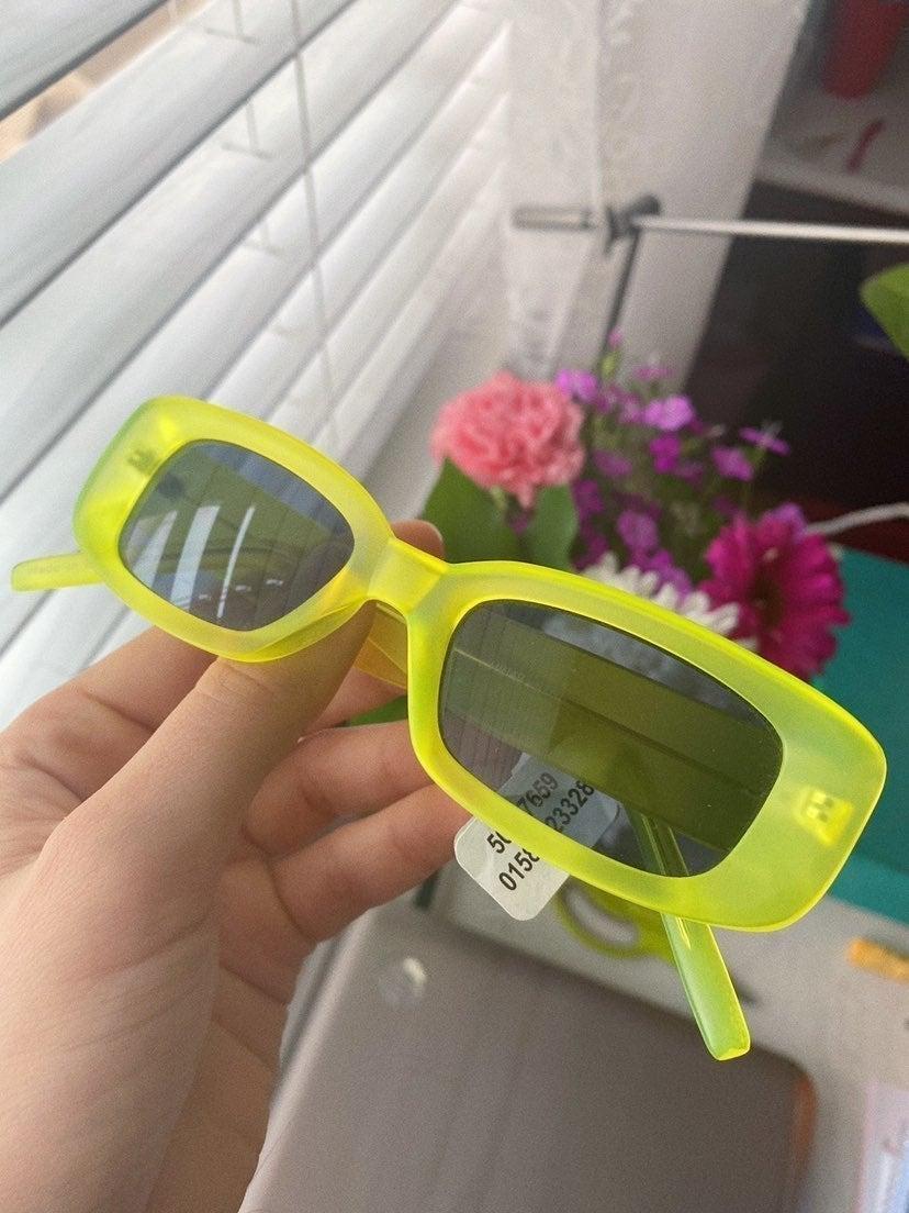 Brandy scrunchie & UO sunglasses