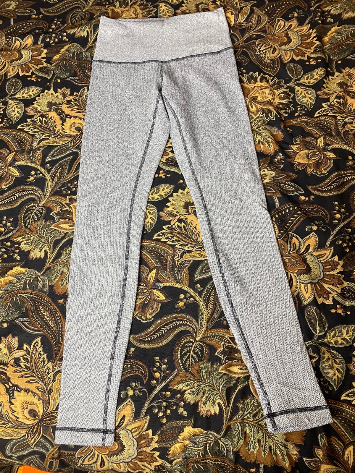 Lululemon Wunder Under 6