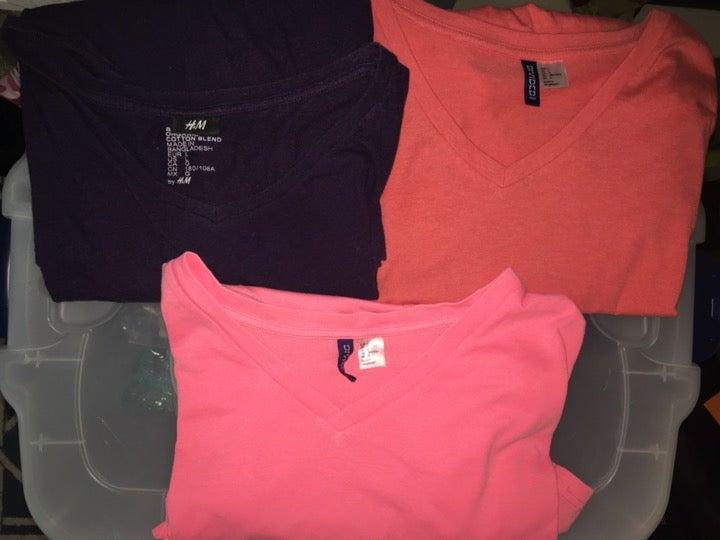 Divided + H&M V-Neck TEEs(3 shirt bundle