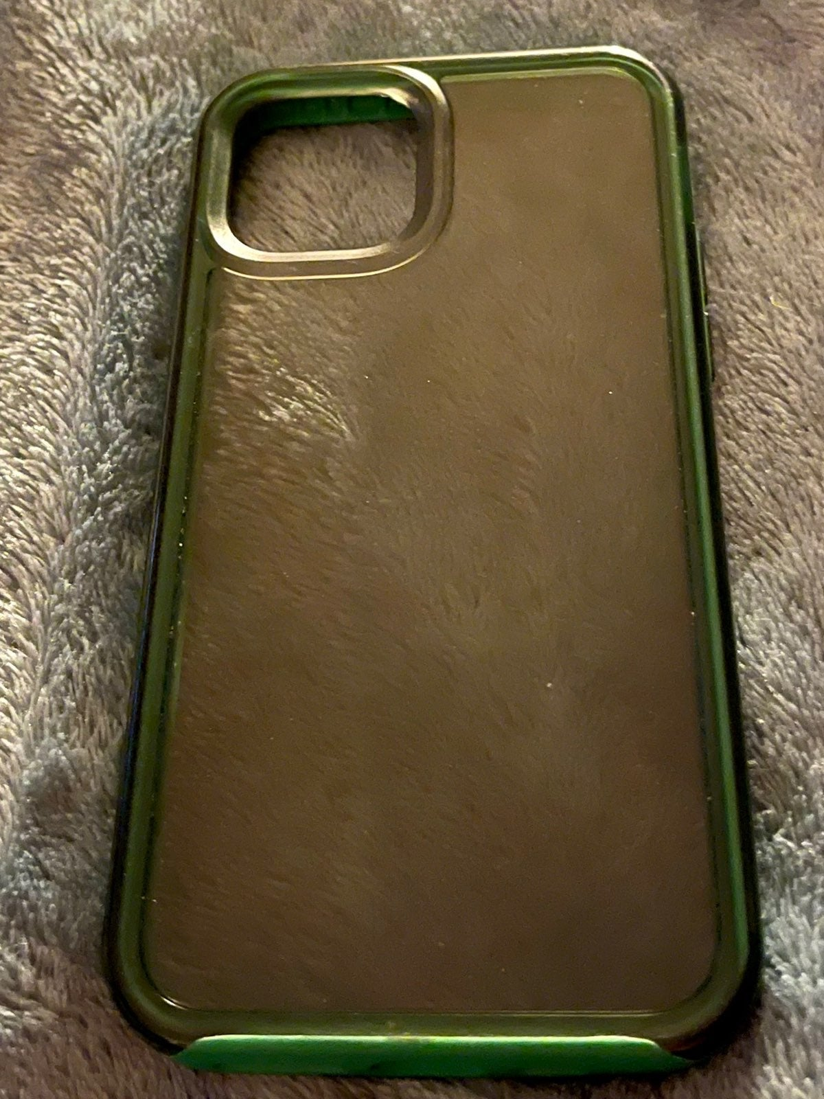 iPhone 11 Pro green life proof case