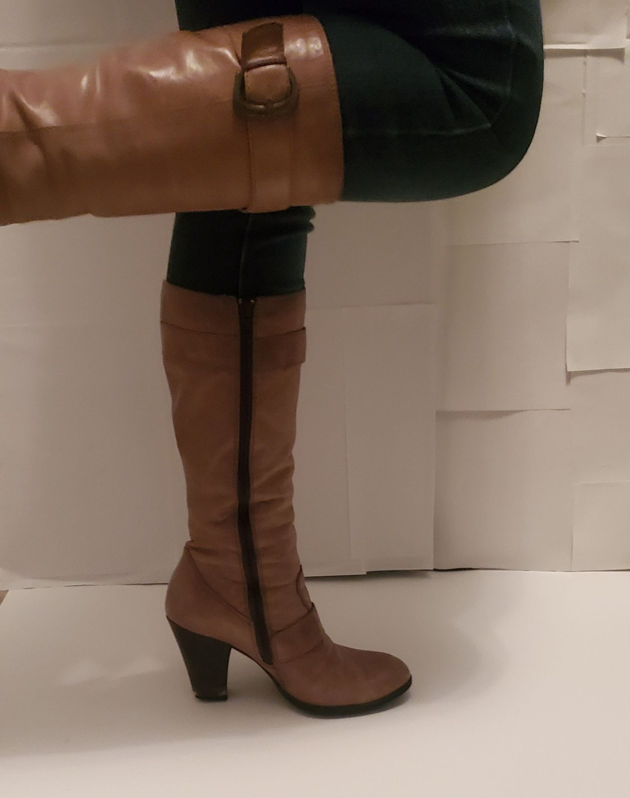 AUTHENTIC!  BORN knee high taupe boots