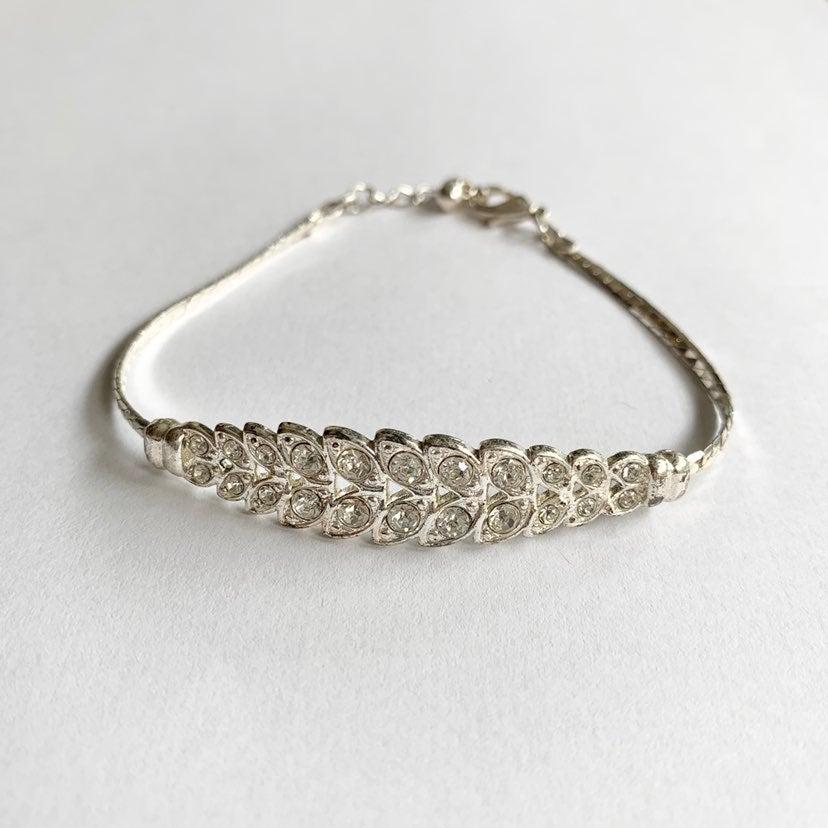 Rhinestone Leaf Patterned Bracelet
