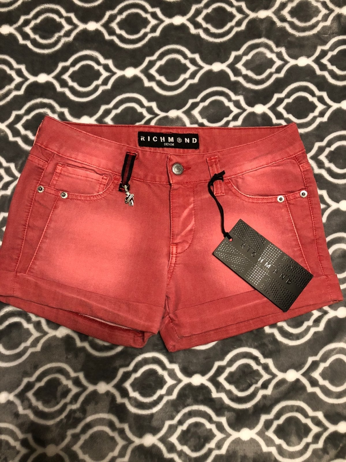 Red shorts  28