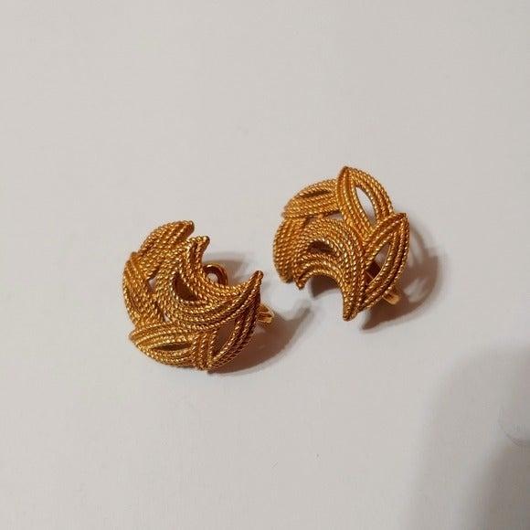 VTG Trifari Goldtone Crescent Clip Ear