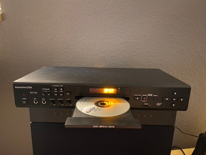 Karaoke USA DV102 DVD/CDG/MP3G Player