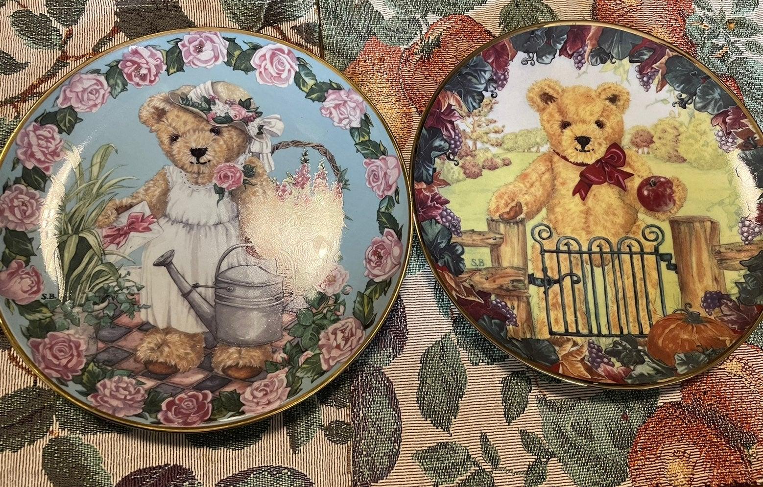 Lot of 2 Franklin Mint Porcelain plates
