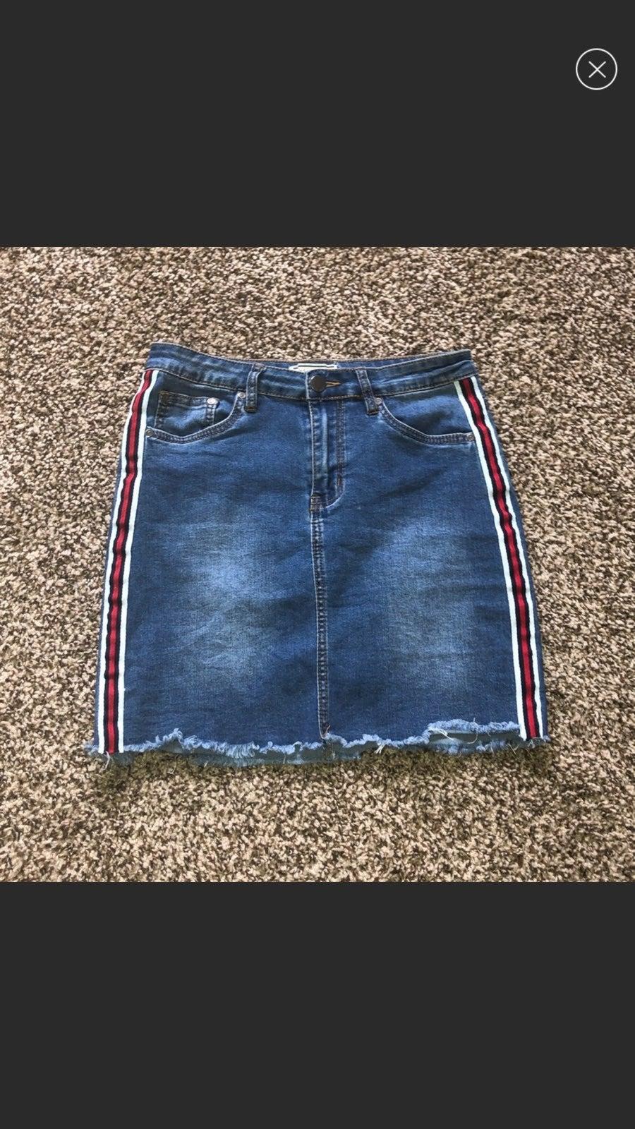 Medium Wash Striped Detail Denim Skirt