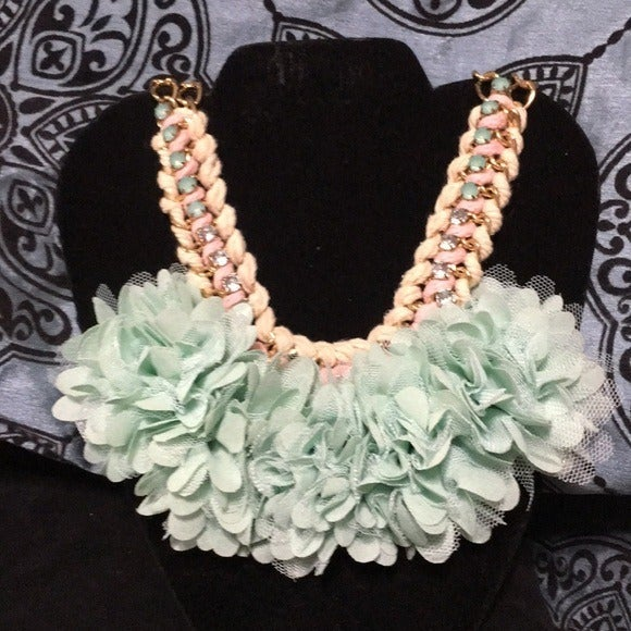 Impressions Flower child in Mint necklac