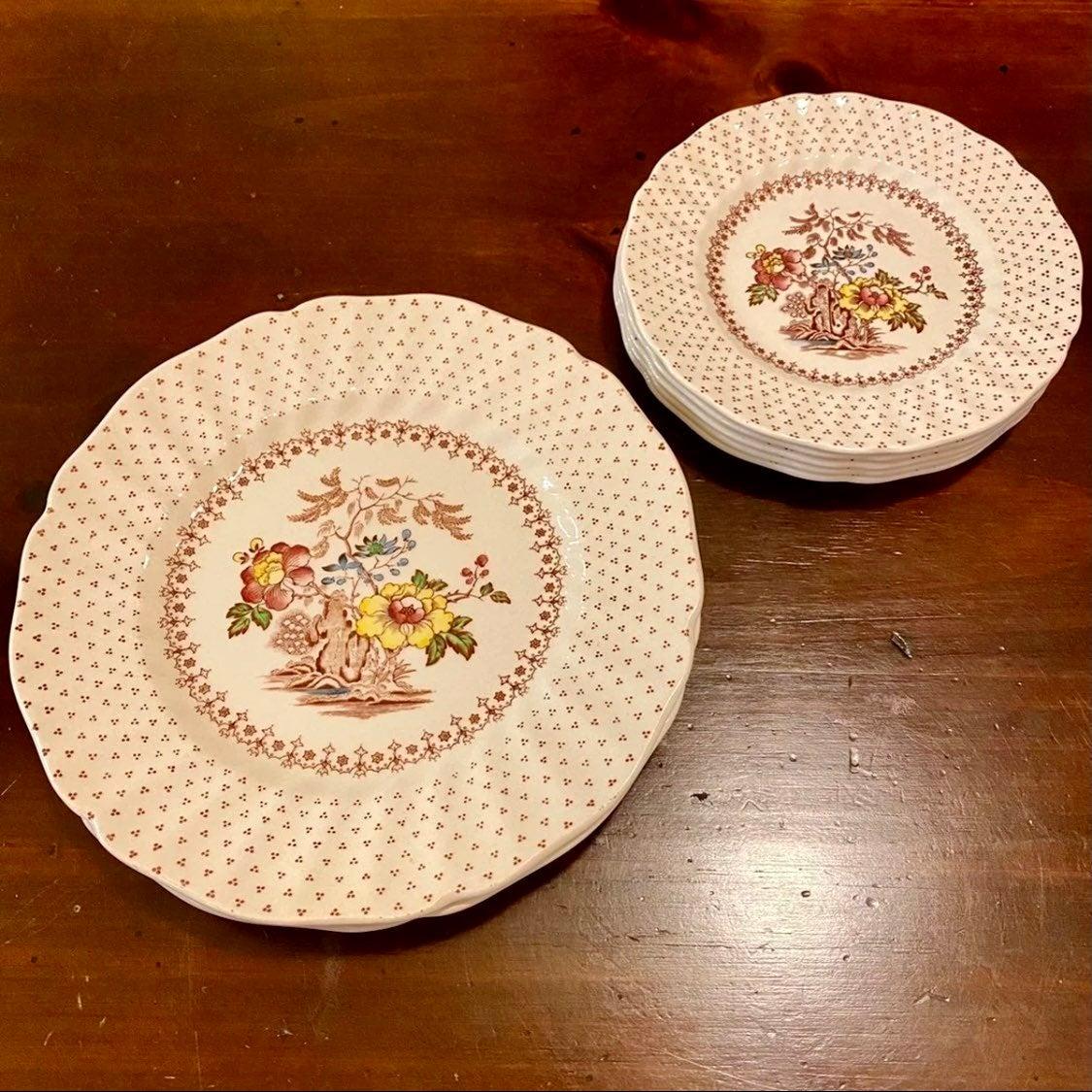 "Royal Doulton ""Grantham"" Plates (8)"