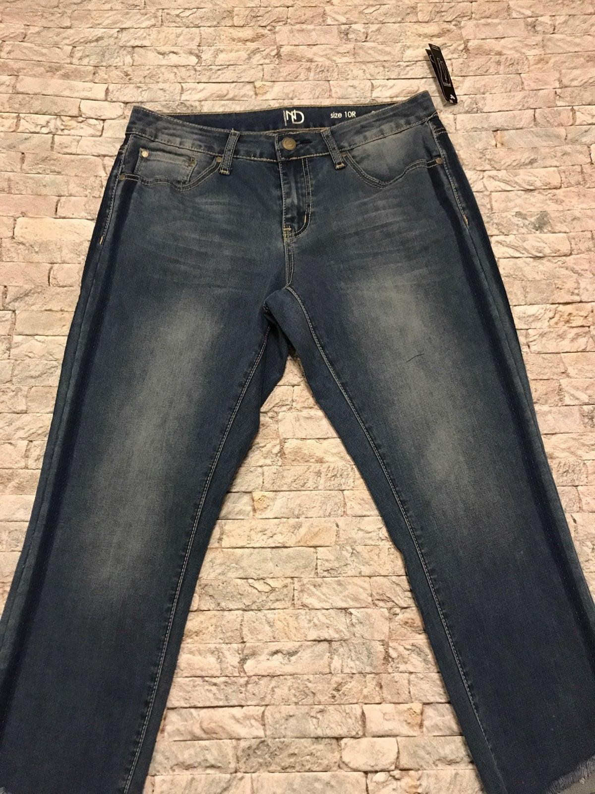 Ladies Size 10 Crop New Direction