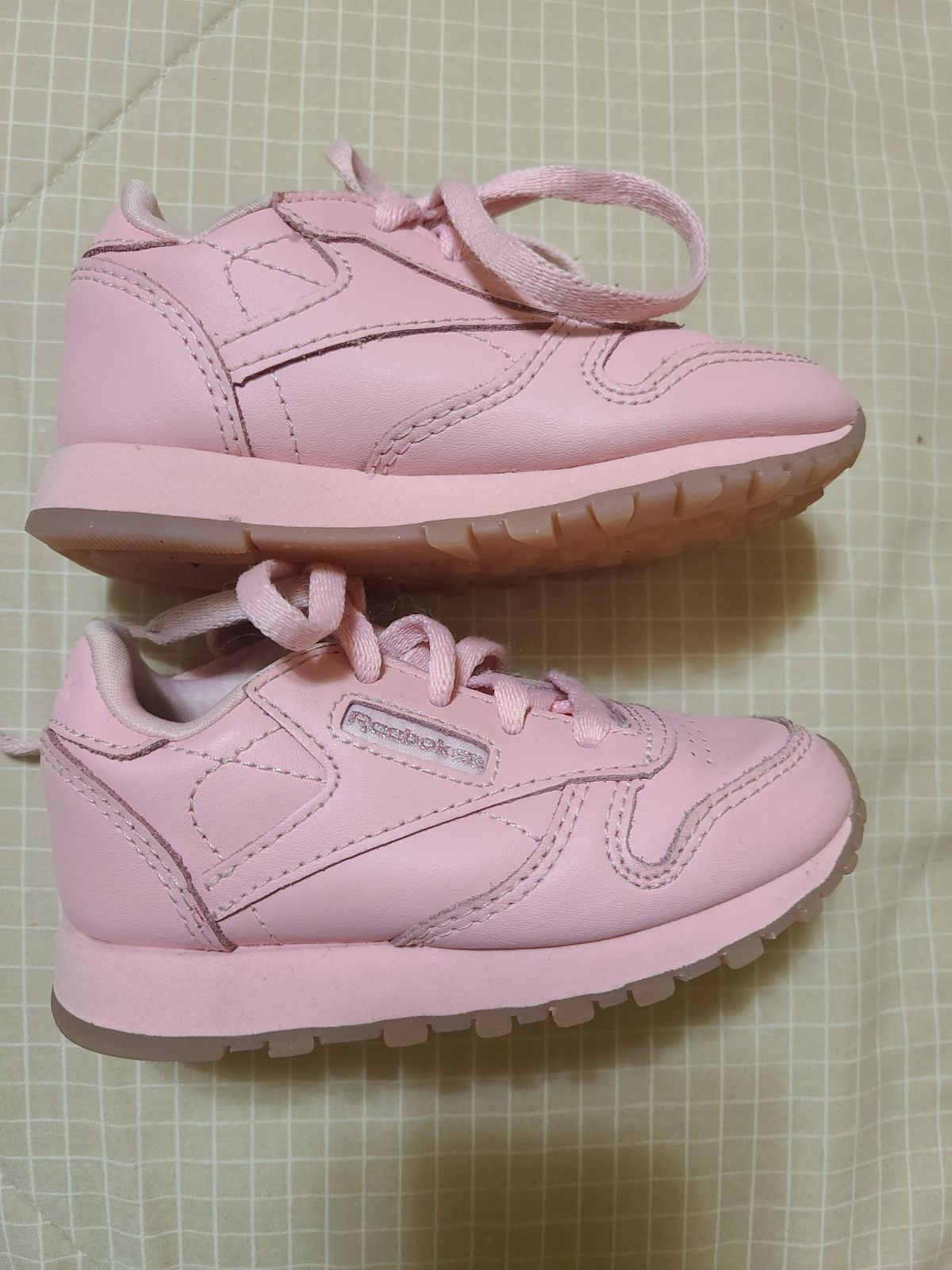 Infant classic Reebox pink sneakers