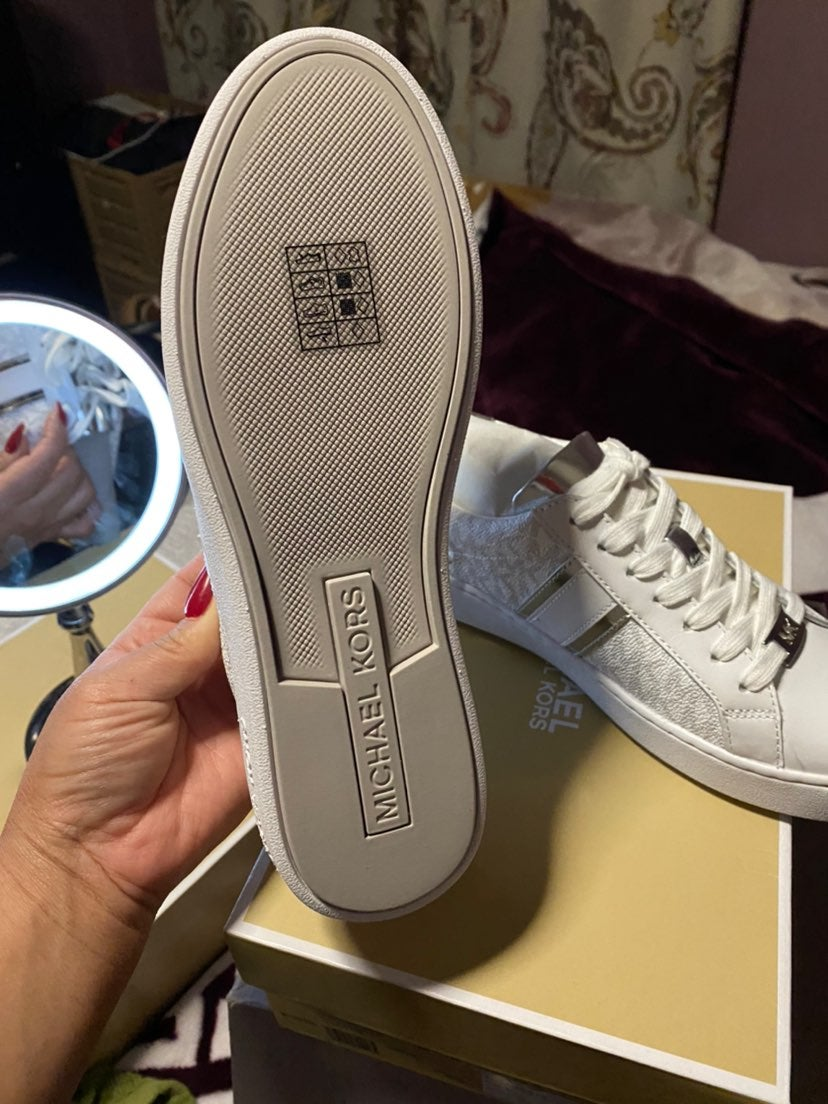 sneakers for woman
