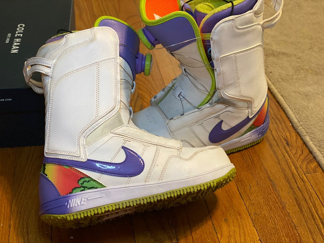 Nike snowboarding boots size 7.5