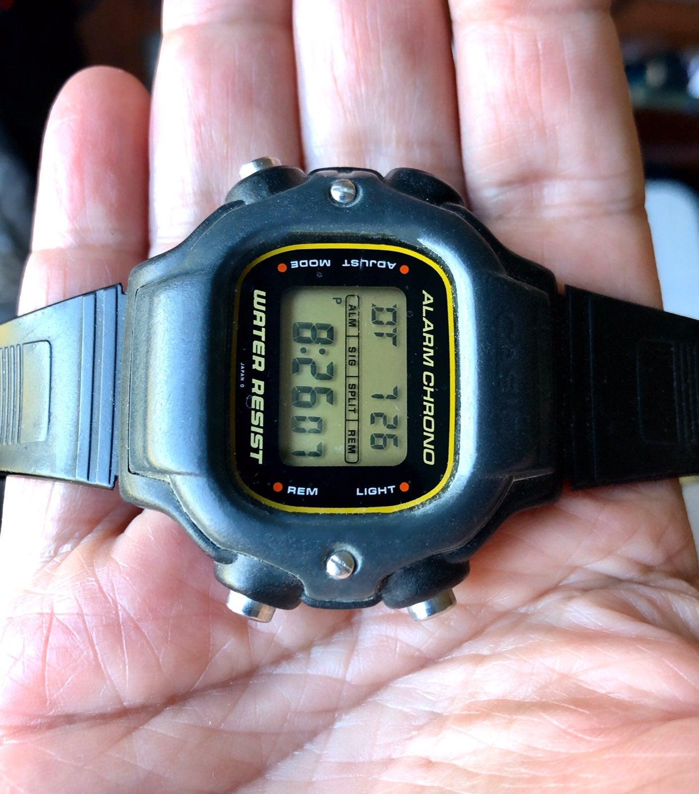 Rare Mens Casio Digital Diver DW-340