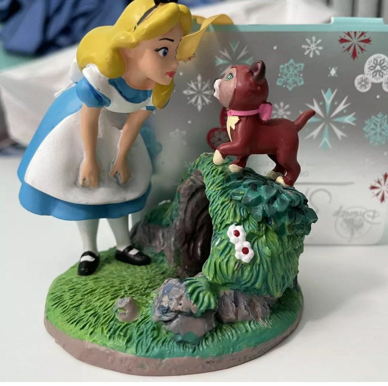 Disney Alice & Dinah Sketchbook Ornament