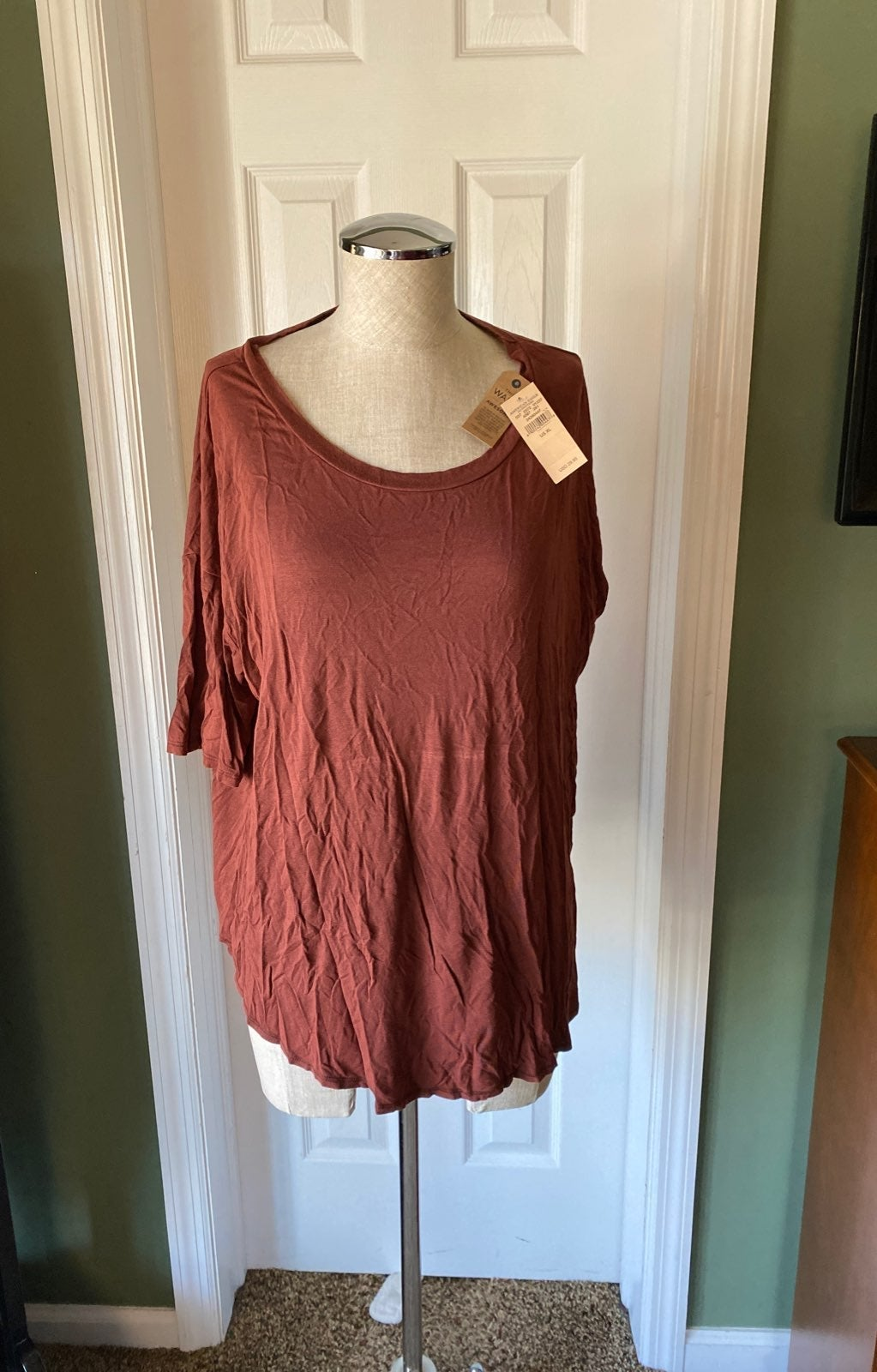 Soft and sexy top by AE size xl
