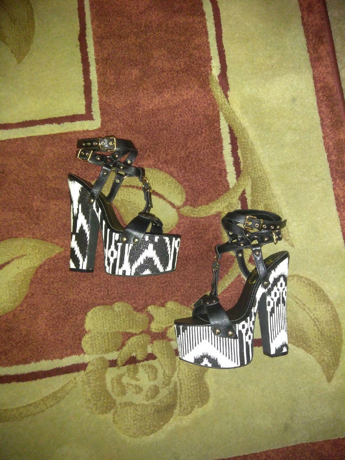 Privileged barnicle  sandal size 8m