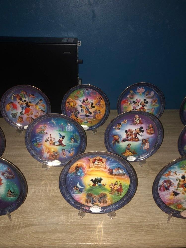 "2001 Magical Disney Moments 24 piece 8"""