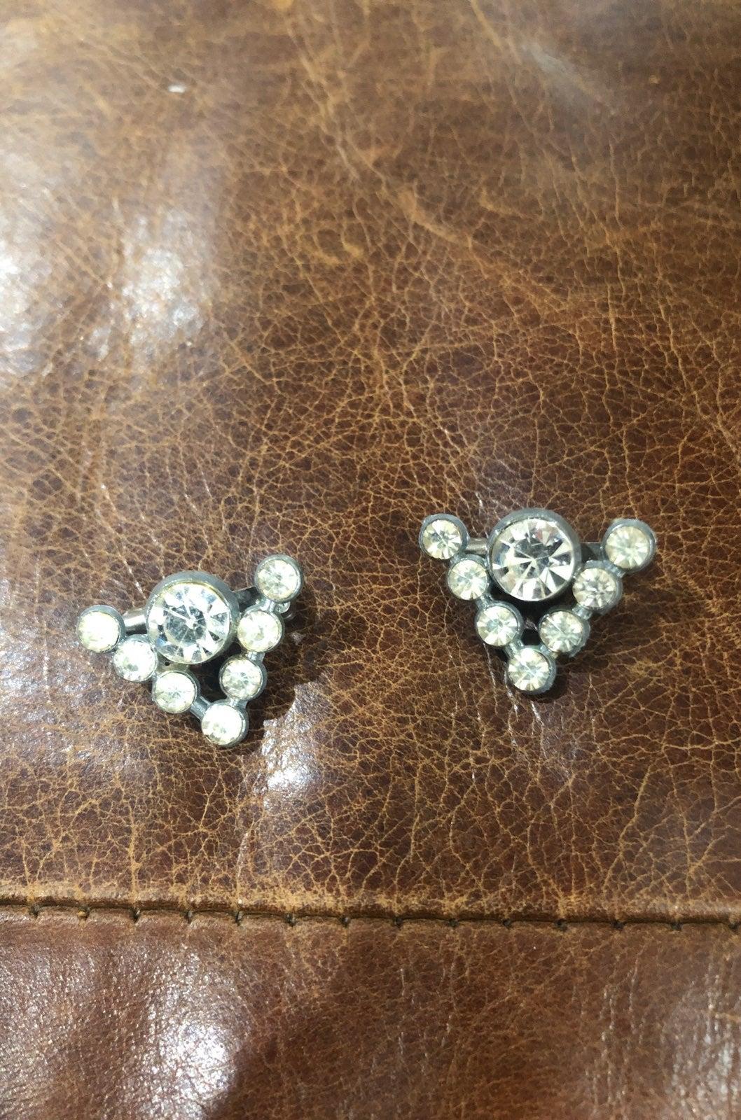 Vintage collar pin / brooch