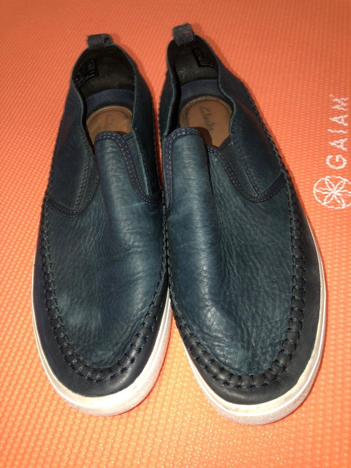 Men CLARKS leather slip on shoes!