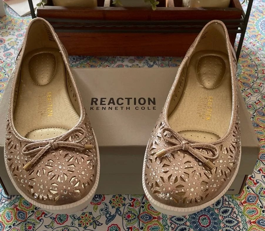 Flat kenneth cole reaction NEW