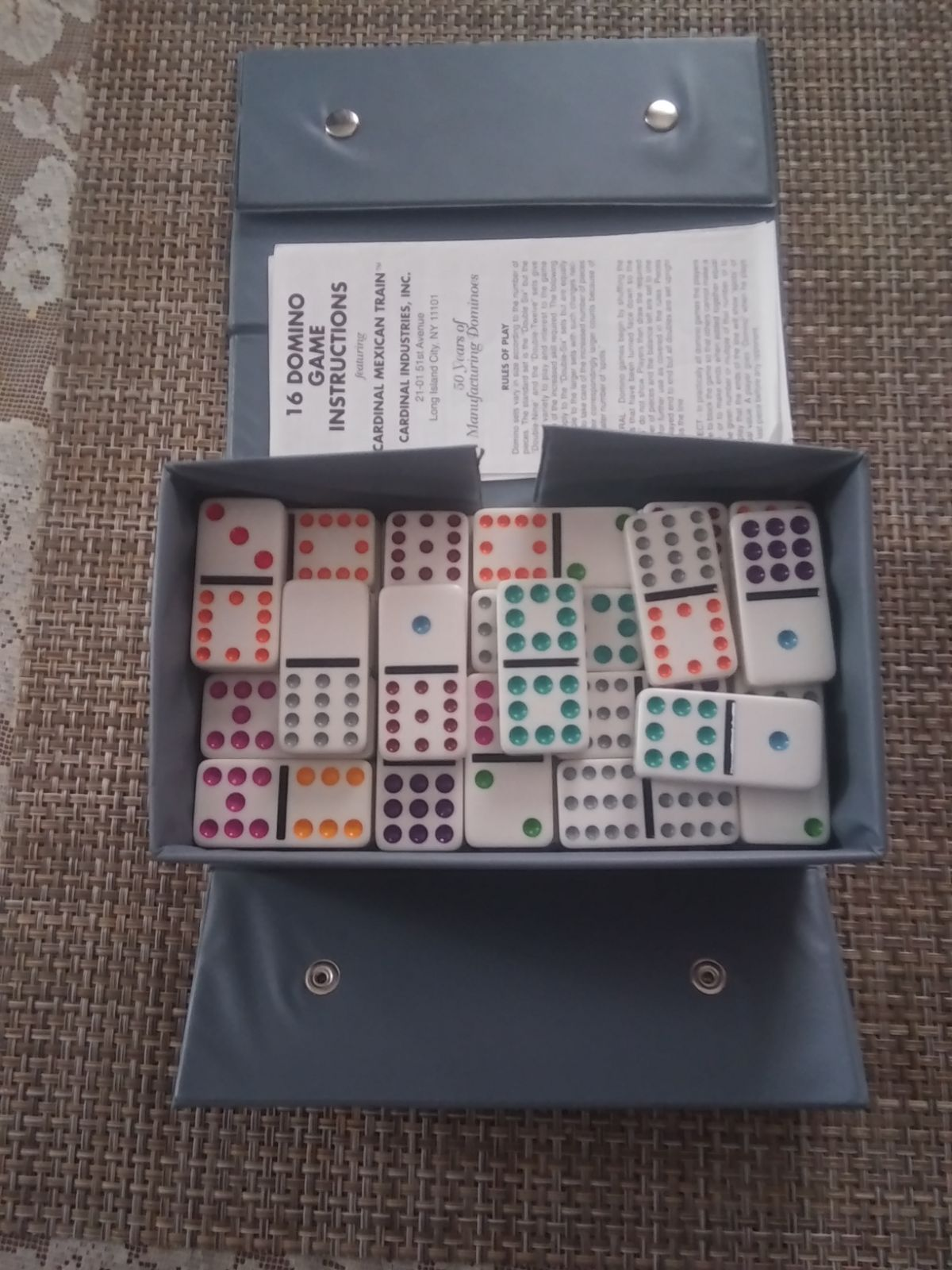 Set of pre owned 91 pieces of dominoes i