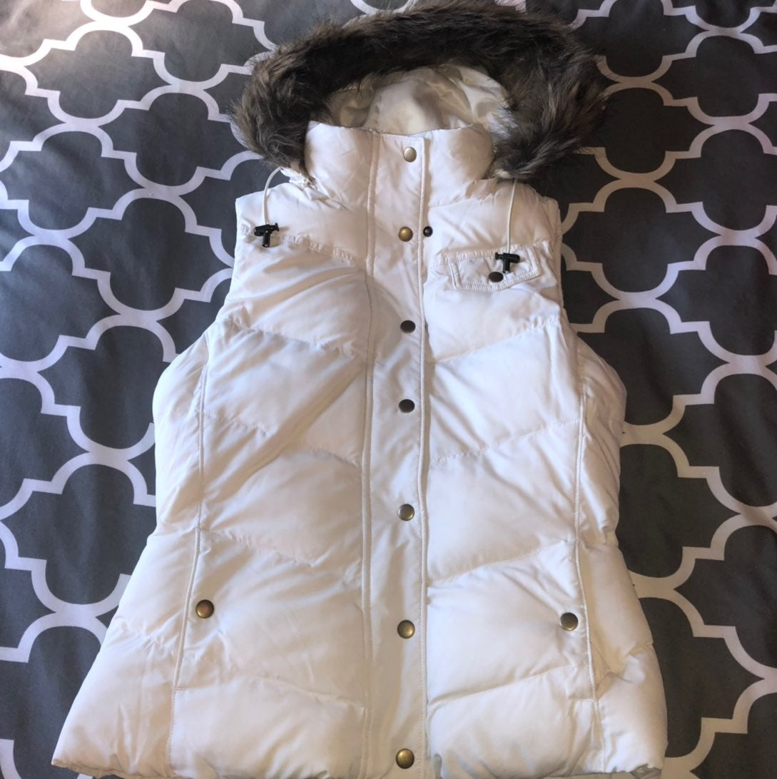 Banana Republic Cream Puffer Vest- Small
