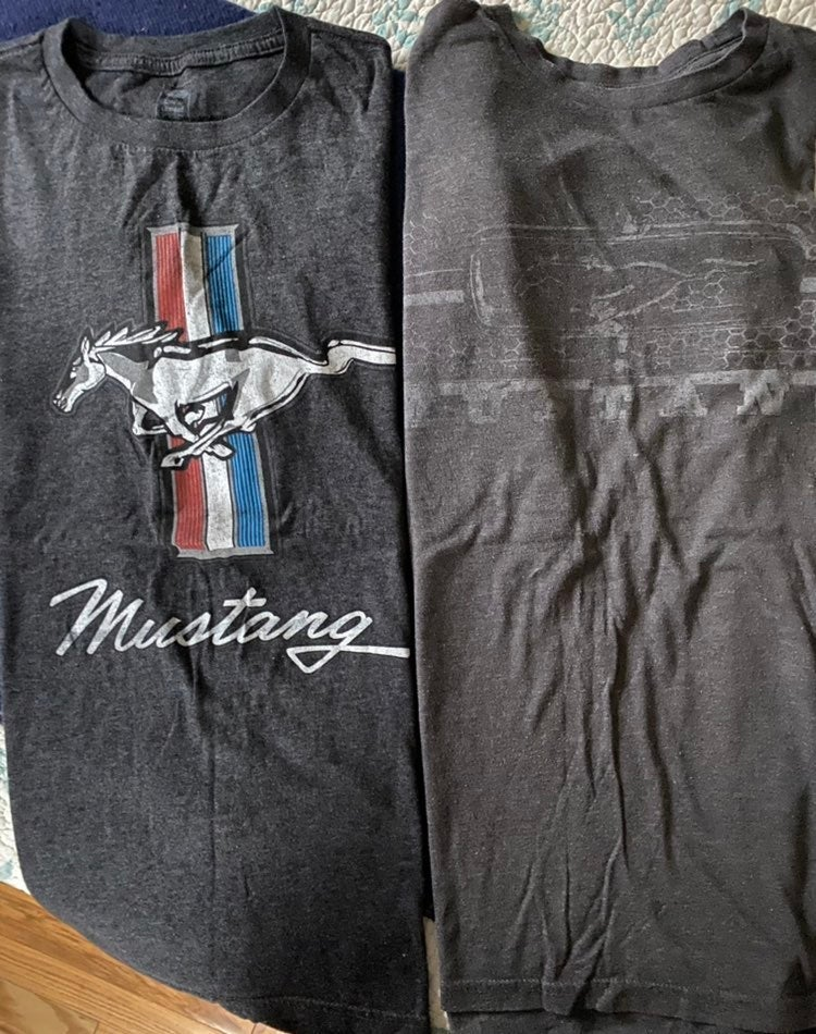 Lot of 2 Mustang t-shirts + 2 items