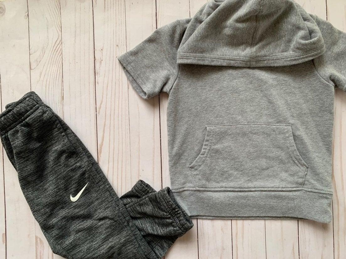 Boys Nike sweats & hoodie 3T