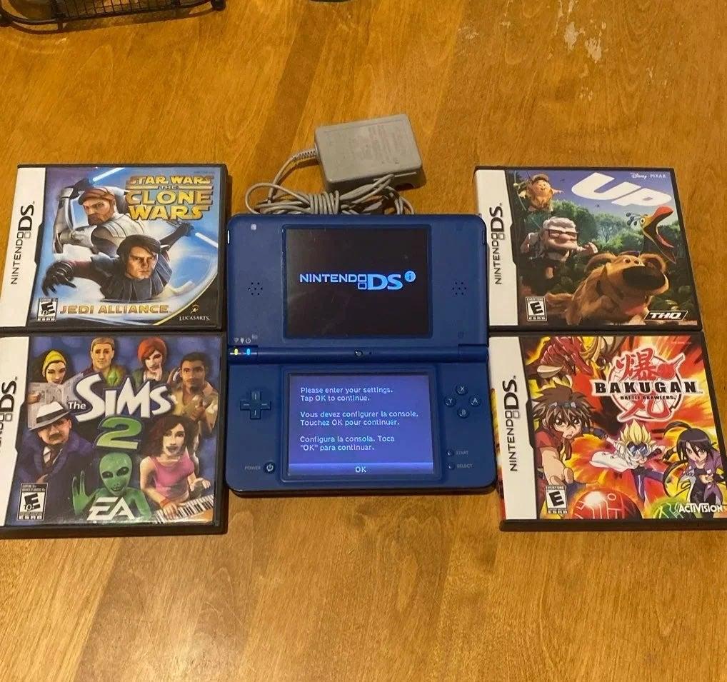 Nintendo DSI XL with 4 Games Sims 2