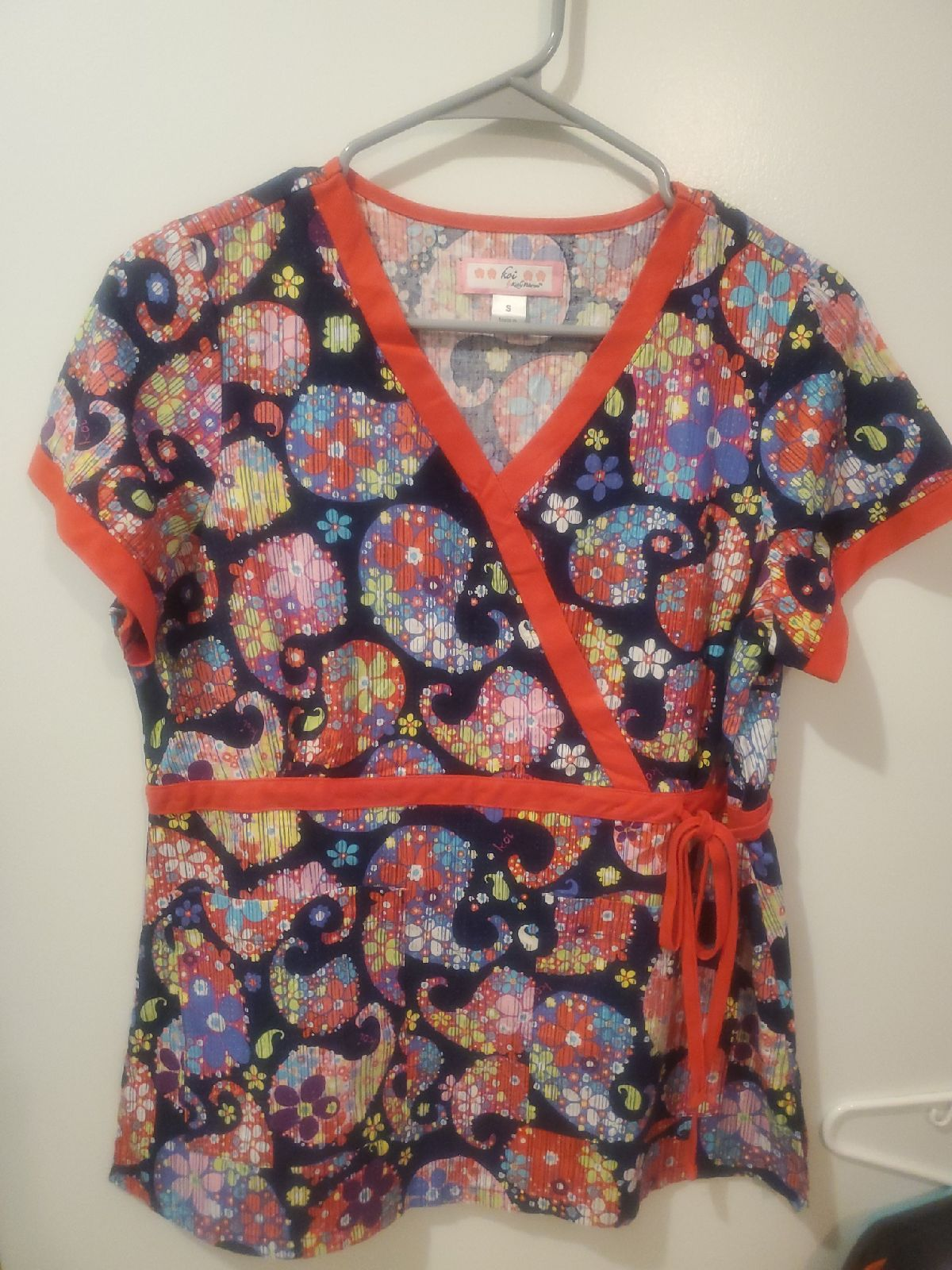 NWOT Koi Navy Blue Red Scrub Top Small S