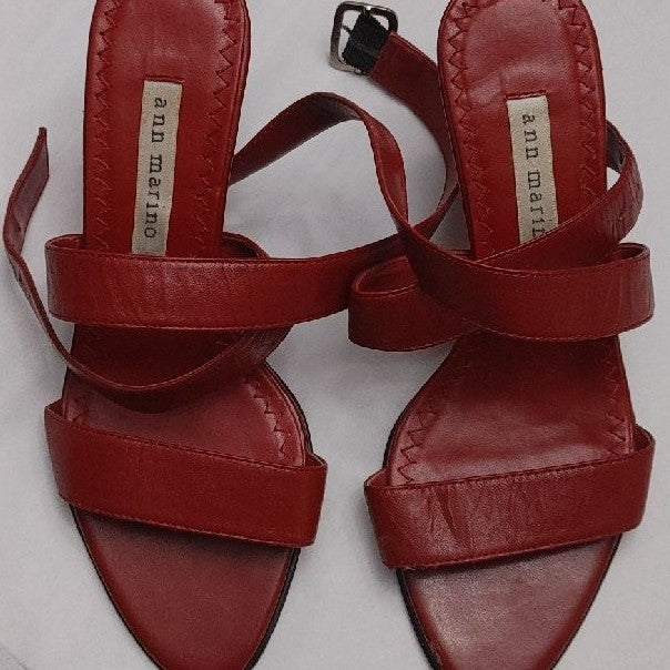 Size 6 Ann Marino fine Leather lipstick