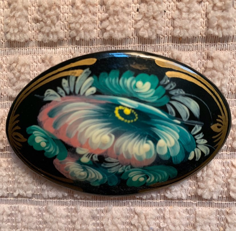 LACQUARED HAND PAINTED OVAL PIN SIGNED